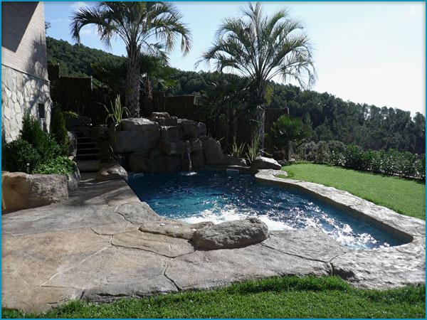 Bordes de piscinas en piedra artificial rocasyelica - Piedras artificiales para jardin ...